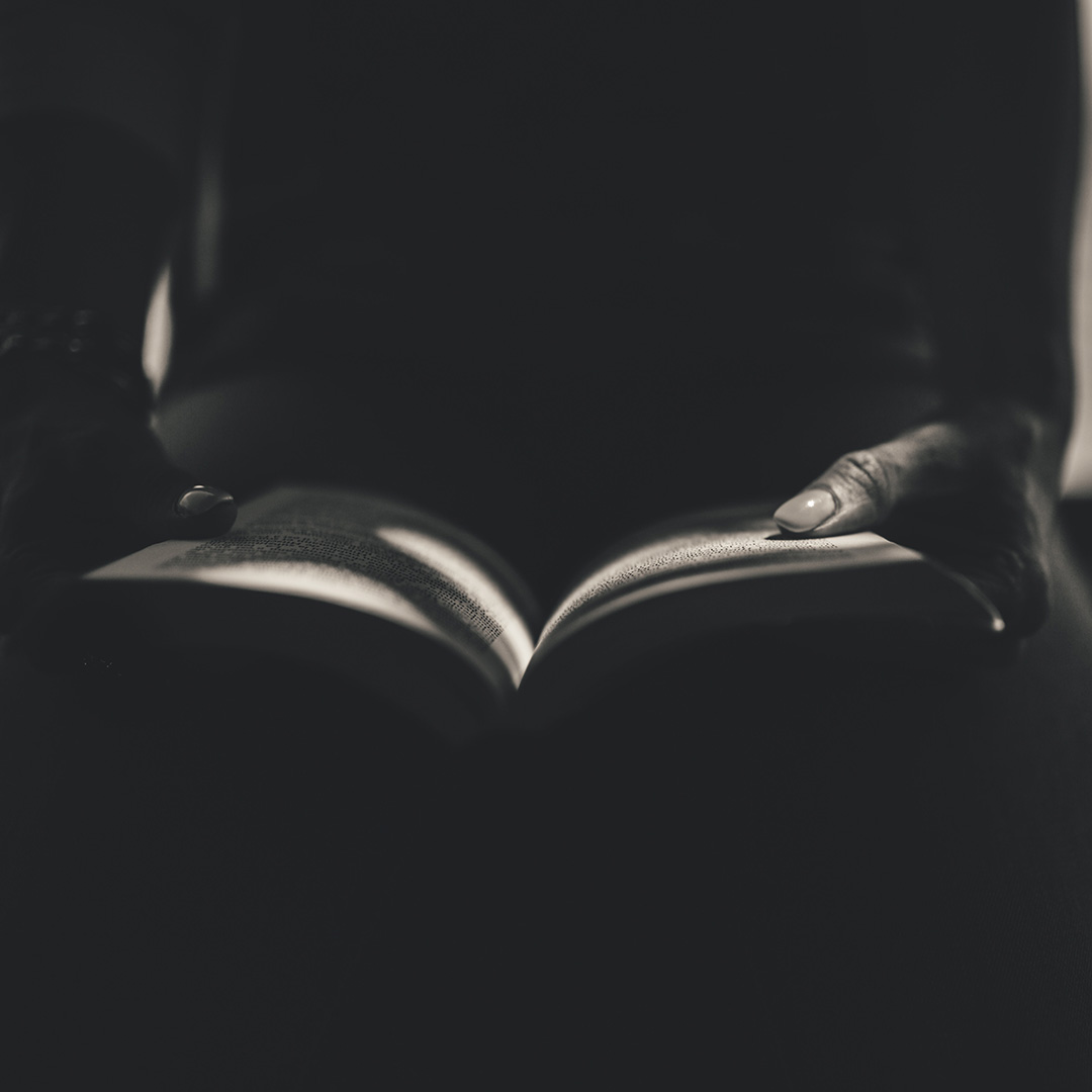 Opening Page Checklist: 4 Must-Haves to Hook Your Reader